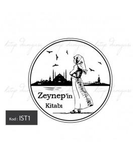 İstanbulu Seyreden Başörtülü Kız - İsme Özel Damga